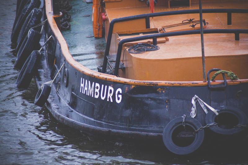"""Баркас с надписью """"Гамбург"""""""