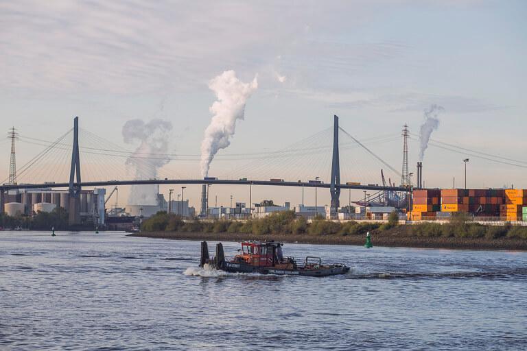 Порт Гамбурга - мост через Эльбу Кольбрандбрюке