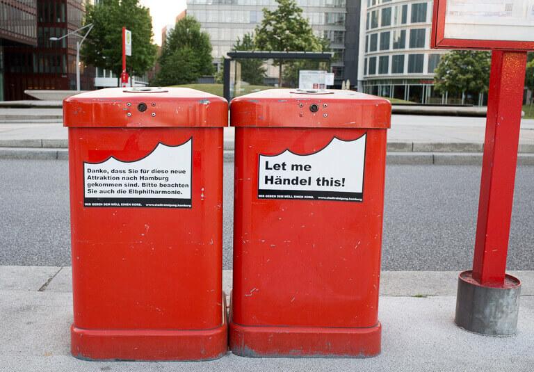 Мусорные урны с надписями в Гамбурге