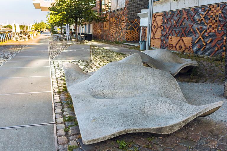 Скамейка lungomare на променаде в Хафенсити, Гамбург