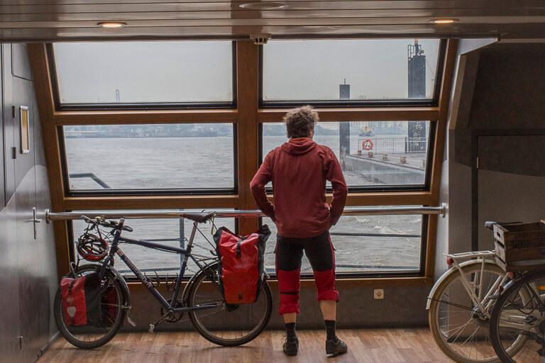 Площадка для велосипедов на пароме в Гамбурге