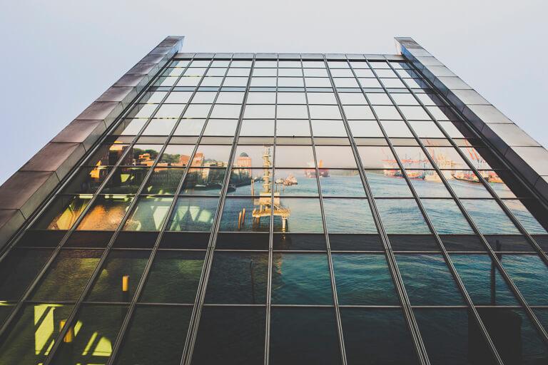 """Крыша офисного здания """"Докланд"""" в Гамбурге, архитектор - Хади Теграни"""
