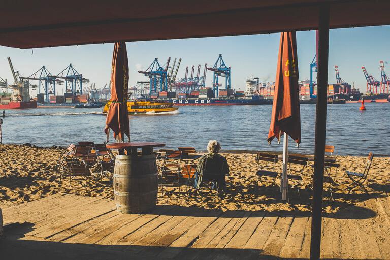 Кафе Strandperle на гамбургском пляже у Эльбы