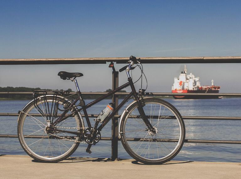 Велосипед у понтона на Эльбе