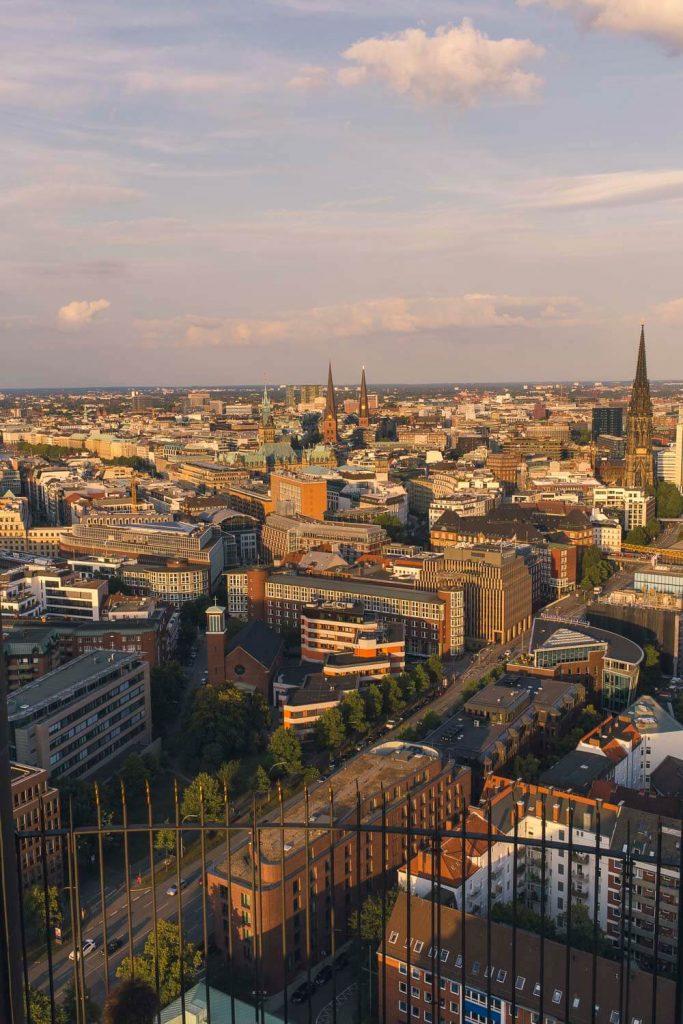 Вид на центр Гамбурга с Михеля: ратуша, Санкт-Петри, Санкт-Якоби, церковь Св. Николая
