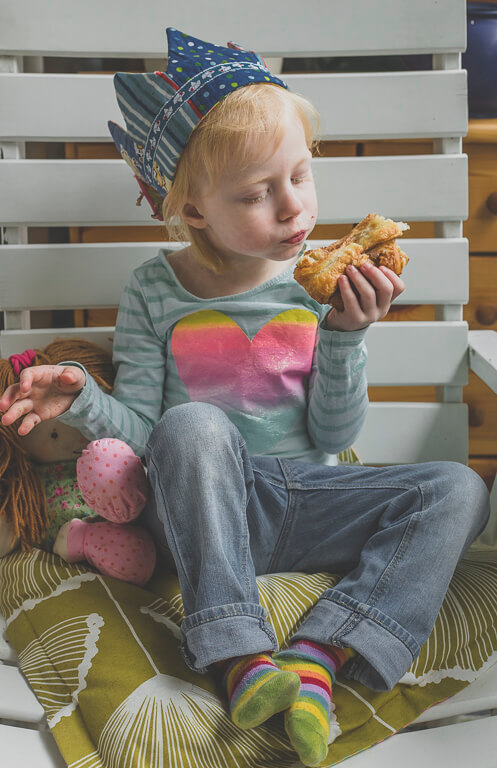 Девочка ест францбретхен