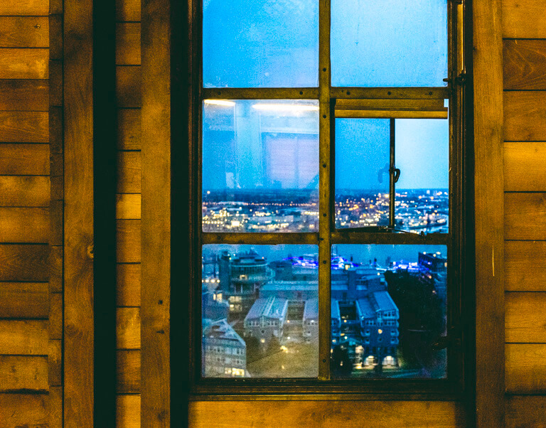 Вид на вечерний Гамбург с седьмого уровня Михеля